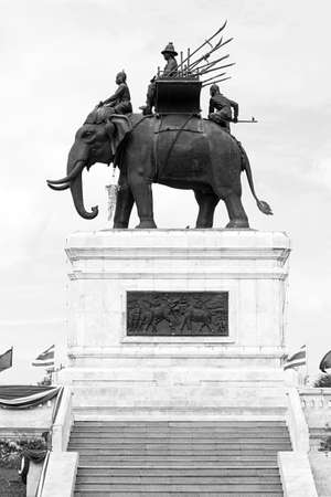 don chedi war elephant memorial black white