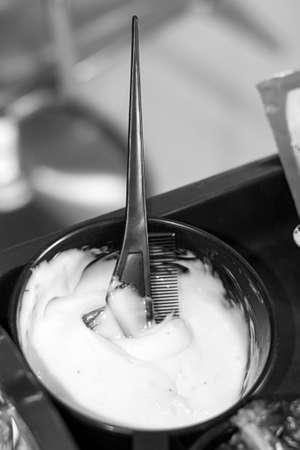 모이스처 라이저 헤어 브러쉬 수화 검정 흰색