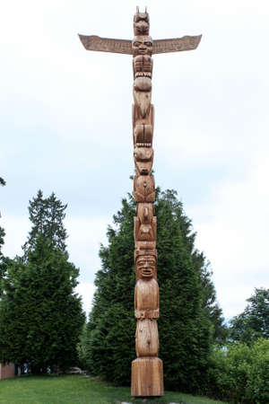 totem pole ancient wooden indian Stock fotó