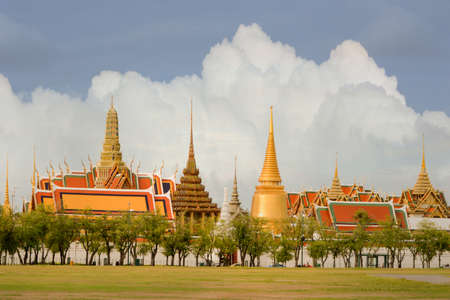 Temple of the Emerald Buddha The villagers called the Temple of the Emerald Buddha, the King ordered the skyline created with the establishment of Rattanakosin City on Census 2325 was completed in the year 2327.