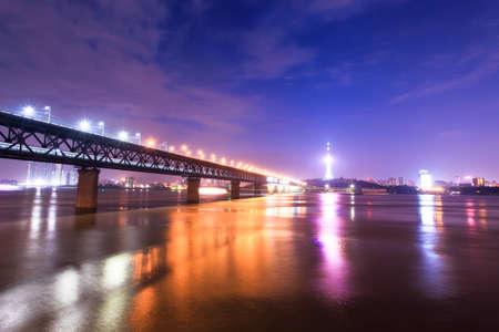 밤에 강 도시 우한, 중국 스톡 콘텐츠