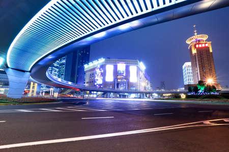 現代の都市の夜の上海、中国