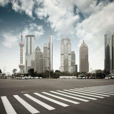 la escena de la avenida del siglo en Shanghai, China.