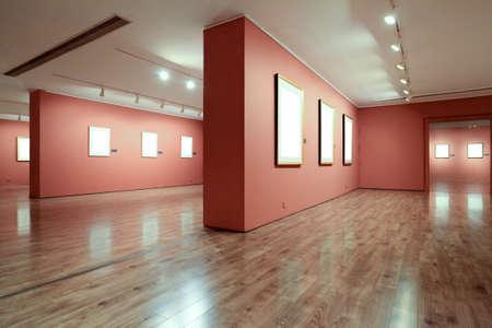 art gallery: cornice vuota in galleria d'arte Editoriali