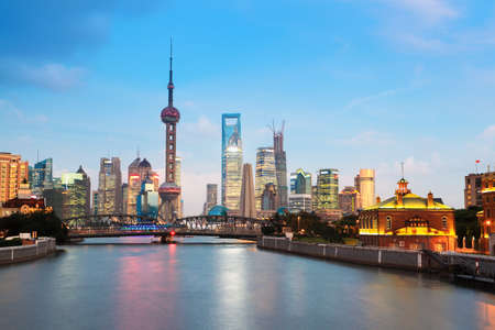 상하이의 아름다운 밤, 강 소주에서보기 스톡 콘텐츠