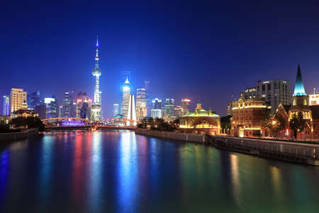 la beaut� de la vue de nuit de Shanghai photo