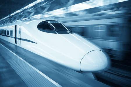 高速列車、機関車のクローズ アップ 報道画像
