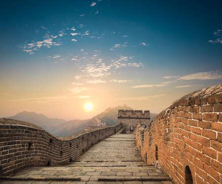 日没で中国の万里の長城 報道画像