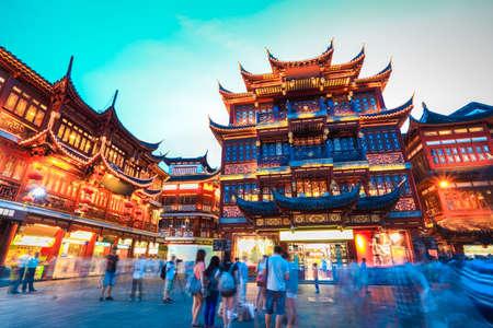 日暮れ、中国上海豫園 写真素材