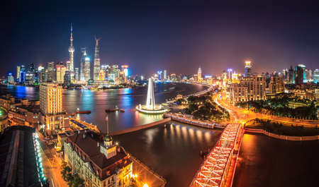 shanghai at night,panoramic of pudong skyline and the bund with huangpu river Imagens - 21297772