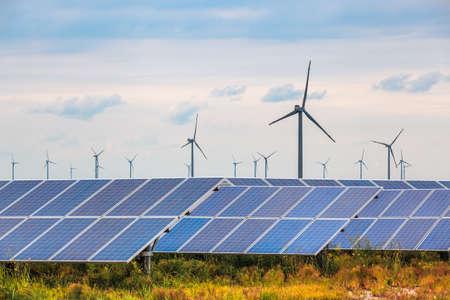 太陽や沿岸干潟、バック グラウンド再生可能エネルギー風力発電。