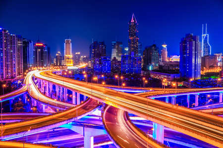 상하이 높은 도로 접합 밤에 교환 육교 스톡 콘텐츠