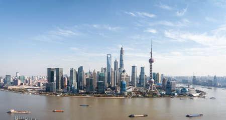 空中写真の上海の陸家嘴パノラマ、近代的な街の風景、中国