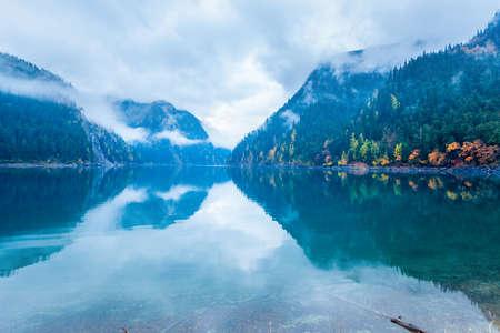 long lake: long lake in autumn jiuzhaigou valley national park , China