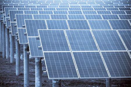 Solarenergieplatten Großansicht, Photovoltaikmodule und saubere Energie Standard-Bild