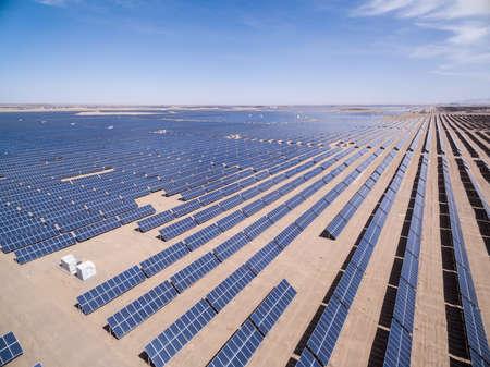 luchtfoto van zonne-energie, golmud in de provincie Qinghai, China Stockfoto