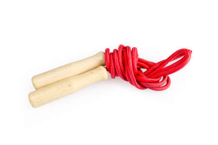 saltar: red skipping rope with wooden handles isolated on white Foto de archivo