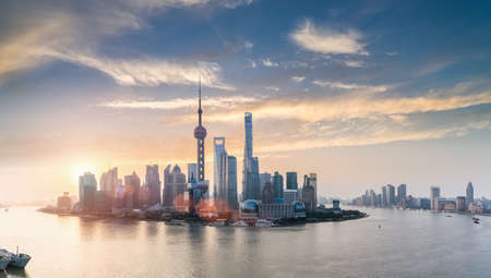shanghai skyline in sunrise, huangpu river panorama Standard-Bild