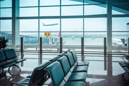 airport  terminal window view and seats 新聞圖片