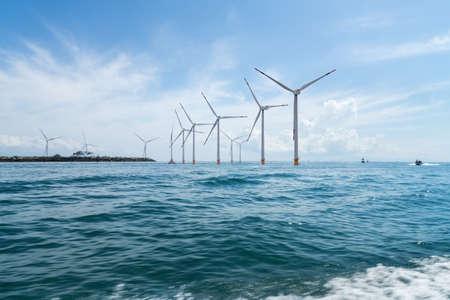 morska farma wiatrowa z pięknym krajobrazem w indonezji