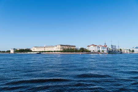 Beau paysage de la rivière Neva, Saint-Pétersbourg, Russie