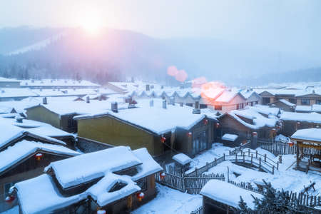 paysage de canton de neige au lever du soleil, ferme forestière de shuangfeng, province du heilongjiang, Chine Banque d'images