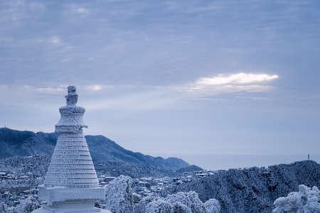 white pagoda of lushan mountain scenery in winter, China Фото со стока