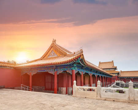 beautiful palace architecture at dusk in beijing forbidden city 新聞圖片