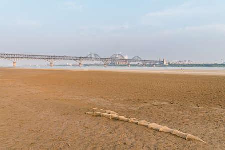 river beach and jiujiang road and railway combined bridge, China Imagens