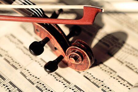 laken: Viool op bladmuziek