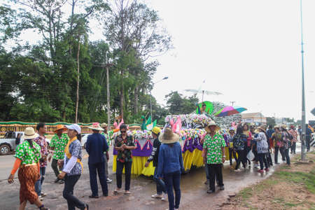 Kalasin, Thailand - APR 13 : Songkran parade on the streets in the villages of Thailand on april 13, 2018. 에디토리얼