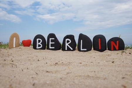 J'aime Berlin, la composition des pierres sur le sable Banque d'images