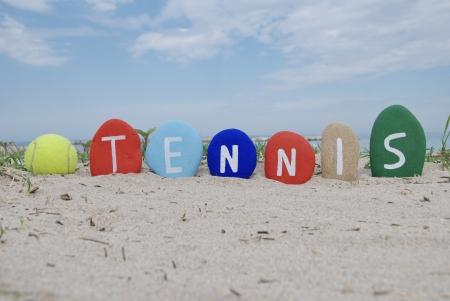 J'aime le tennis, balle jaune et le nom sur les pierres color�es