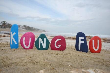 Kung Fu notion sur des pierres color�es sur la plage