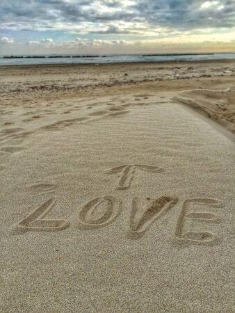 Amour message sur le sable