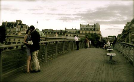 enamorados besandose: Love de Par�s