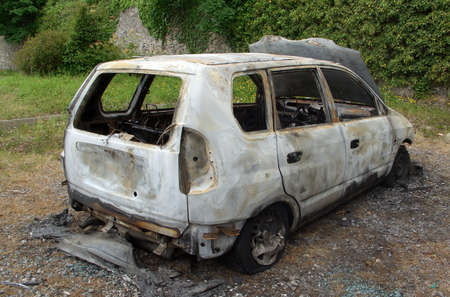 burned out: Relitto di un bruciata auto rubate
