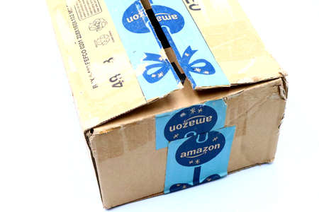 Italy – August 10, 2019: Used AMAZON Shipping Package Parcel Cardboard Box. Amazon is an American Multinational Technology Company of e-commerce Stockfoto - 150130833