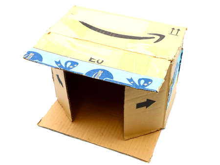 Italy – August 10, 2019: Used AMAZON Shipping Package Parcel Cardboard Box. Amazon is an American Multinational Technology Company of e-commerce Stockfoto - 150130843