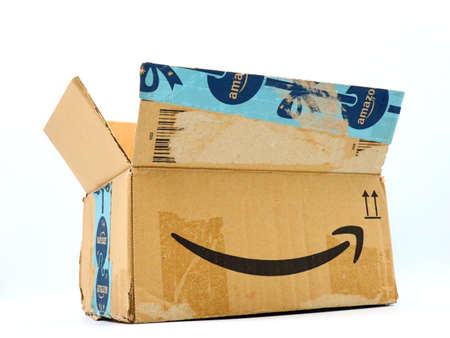 Italy – August 10, 2019: Used AMAZON Shipping Package Parcel Cardboard Box. Amazon is an American Multinational Technology Company of e-commerce Stockfoto - 150130845