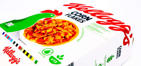 Italy - April 15, 2020: Kellogg's Corn Flakes box Redactioneel