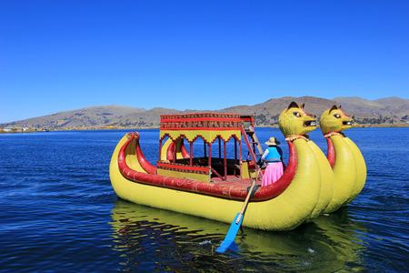 トトラ葦浮島ウロス、チチカカ湖近くのプーノ, ペルー