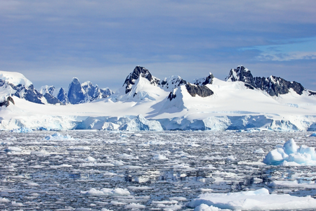 Beautiful mountains and ice floes, Antarctic Peninsula, Antarctica Banco de Imagens