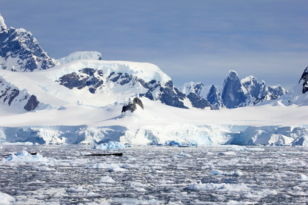 Beautiful mountains and ice floes, Antarctic Peninsula, Antarctica 스톡 콘텐츠