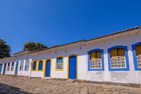 Colorful houses of historical center in Paraty, a preserved portuguese colonial and brazilian Imperial municipality, Rio de Janeiro, Brazil, South America Banque d'images