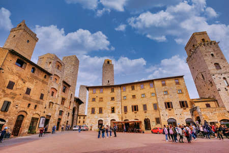 San Gimignano, Tuscany, Italy, April 02, 2019: Tourists at the famous Piazza Della Cisterna square in the historic town of San Gimignano, Tuscany, Italy, Europe Editöryel