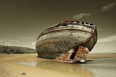 oxidado: Dulas Bahía naufragio Foto de archivo