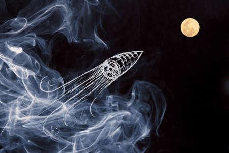 luna caricatura: Sea creativo en su puesta en marcha composici�n proyecto con dibujado a mano de lanzamiento del veh�culo espacial durante la noche el cielo de la luna con el fondo de humo.