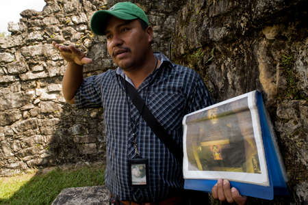 guide: CHIAPAS, PALENQUE, MEXICO – MARCH 1, 2016: Tour guide talks to tourists at archaeological site. Most of Chiapas tourism is based on its culture, colonial cities and ecology.