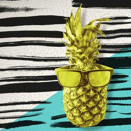 frutas divertidas: el concepto de verano feliz, diversión fruta de piña con gafas de sol inconformista retro de colores de fondo con el arte de la pintura negro pinceladas. Foto de archivo
